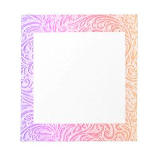 モモのピンクの紫色のヴィンテージの花柄Scrollwork ノートパッド