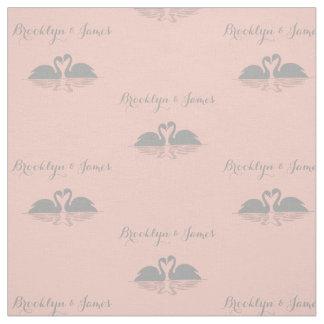 モモの結婚式の生地の名前入りな灰色の白鳥 ファブリック