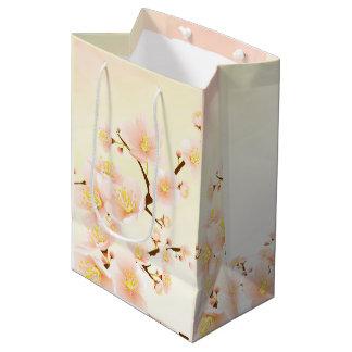 モモ及びクリームのマグノリアの花の自然なスパ ミディアムペーパーバッグ