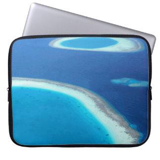 モルディブの青い海の白い砂の礁湖 ラップトップスリーブ