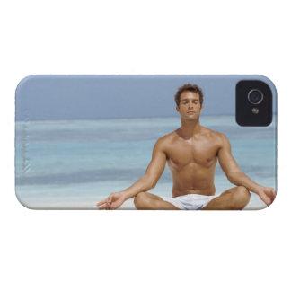 モルディブのaでめい想しているハンサムな若者 Case-Mate iPhone 4 ケース