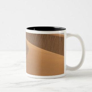 モロッコの砂丘、Draaの谷 ツートーンマグカップ