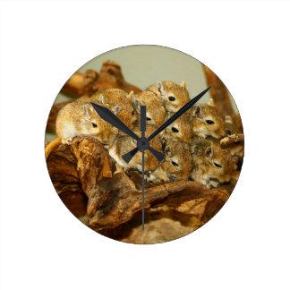 モンゴルのスナネズミのMeriones Unguiculatusのグループ ラウンド壁時計