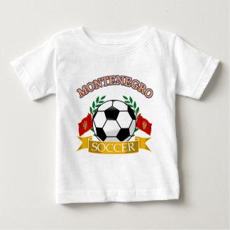 モンテネグロのサッカーボールのデザイン ベビーTシャツ