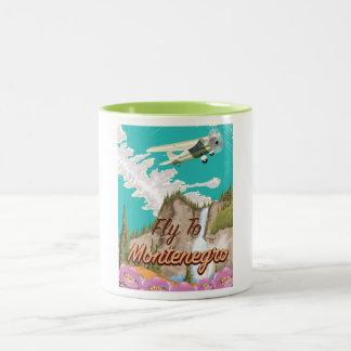 モンテネグロのヴィンテージ飛行旅行ポスター ツートーンマグカップ