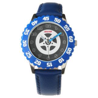 モータースポーツのタイヤが付いている名前入りな子供の腕時計 腕時計
