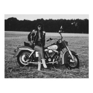 モーターバイクのピンナップの女の子 ポストカード