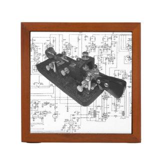 モールス符号のラジオの鍵の図式的な机のオルガナイザー ペンスタンド