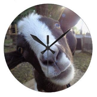 ヤギの納屋周囲の庭の家畜 ラージ壁時計