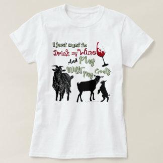 ヤギは|ワインを飲み及びヤギと遊びたいと思います Tシャツ
