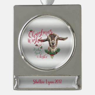 ヤギ|のクリスマスの願いのベビーのヤギはToggに接吻します シルバープレートバナーオーナメント