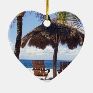 ヤシの木および椅子のメキシコのビーチ セラミックオーナメント