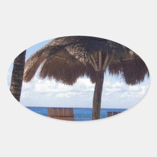 ヤシの木および椅子のメキシコのビーチ 楕円形シール