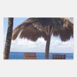 ヤシの木および椅子のメキシコのビーチ 長方形シール