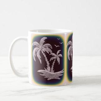 ヤシの木が付いている白いマグ コーヒーマグカップ