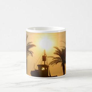 ヤシの木の船の写真の白のマグ コーヒーマグカップ