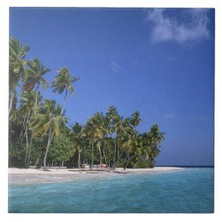 ヤシの木、モルディブが付いているビーチ タイル