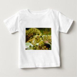 ヤドカリのカップル ベビーTシャツ