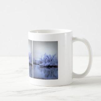 ヤナギの冬の不思議の国 コーヒーマグカップ