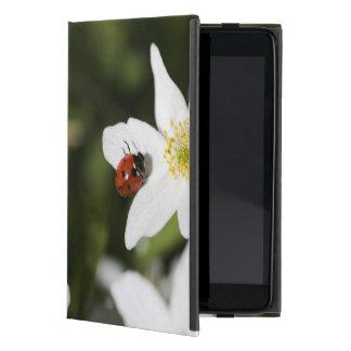 ヤブイチゲストックホルムスウェーデンのてんとう虫 iPad MINI ケース