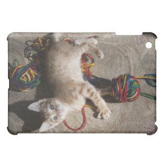 ヤーンと遊んでいる子ネコ iPad MINI カバー