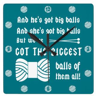 ヤーンの大きい球 • 編み物の技術部屋 スクエア壁時計