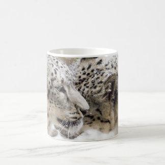 ユキヒョウの抱擁 コーヒーマグカップ