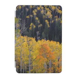 ユタ。 米国. Sevierの秋の《植物》アスペンの木 iPad Miniカバー