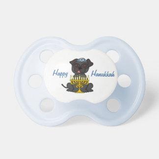 (ユダヤ教)メノラーの幸せでハヌカーかわいいパグ おしゃぶり