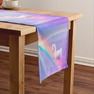 ユニコーンおよび虹 ショートテーブルランナー