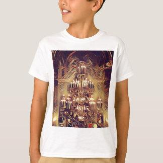 ユニークで芸術的なヴィンテージはシャンデリアをつけました Tシャツ
