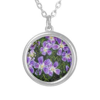 ユニークな紫色の花が付いている美しい円形のネックレス シルバープレートネックレス