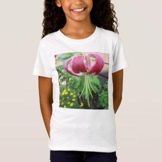 ユリの緑のあずき色の園芸植物 Tシャツ