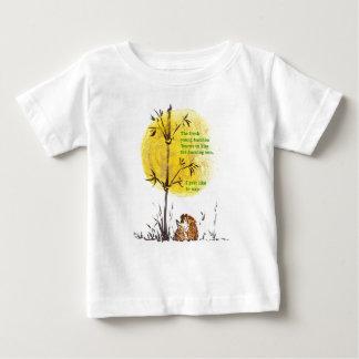 ユーモアのあるなアジアインスパイアハリネズミの俳句のデザイン ベビーTシャツ
