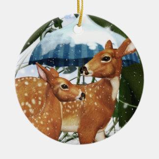 ユール(キリスト降誕祭)の冬の子鹿のシカの名前入りな円形のオーナメント セラミックオーナメント