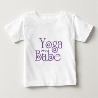 ヨガの可愛い人 ベビーTシャツ