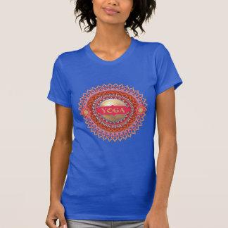 ヨガの曼荼羅のワイシャツ Tシャツ
