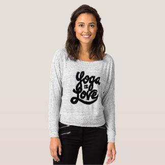 ヨガは愛です Tシャツ