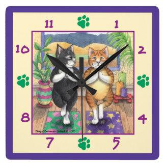 ヨガ猫の正方形の柱時計 スクエア壁時計