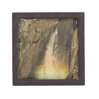 ヨセミテの上部のYosemite Fallsの虹 ギフトボックス