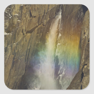 ヨセミテの上部のYosemite Fallsの虹 スクエアシール