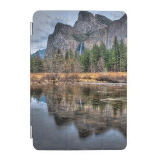 ヨセミテの景色の滝 iPad MINIカバー