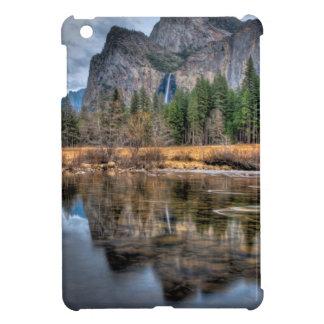 ヨセミテの景色の滝 iPad MINI CASE