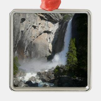 ヨセミテ国立公園からのヨセミテのより低い滝 メタルオーナメント