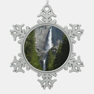 ヨセミテ国立公園からのYosemite Falls II スノーフレークピューターオーナメント