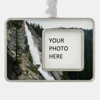 ヨセミテ国立公園のネバダの滝 シルバープレートフレームオーナメント