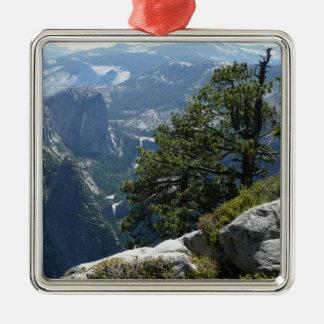 ヨセミテ国立公園のヨセミテの山景色 メタルオーナメント