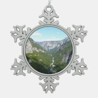 ヨセミテ国立公園のヨセミテの谷 スノーフレークピューターオーナメント