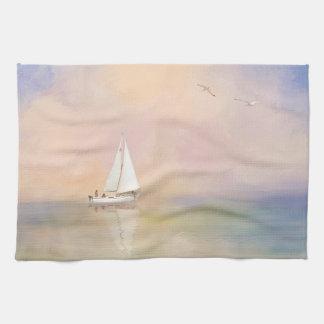ヨットおよびカモメのデジタル絵画 キッチンタオル