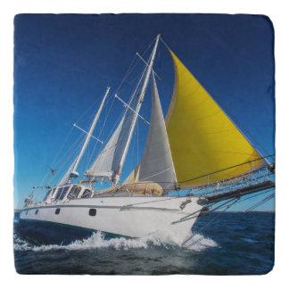 ヨットで航海する海 トリベット